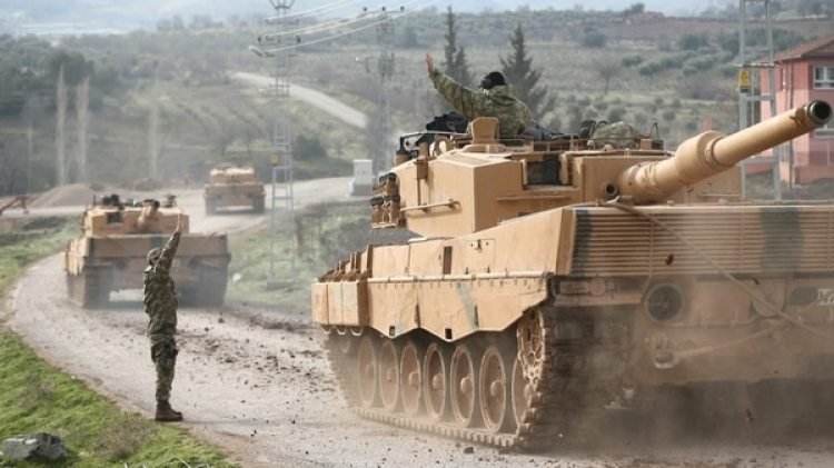 Los tanques Leopard 2 parten hacia la frontera. Son vehículos de fabricación alemana (Reuters)