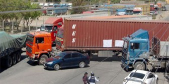 Transporte pesado de Bolivia va al paro con bloqueo desde este martes