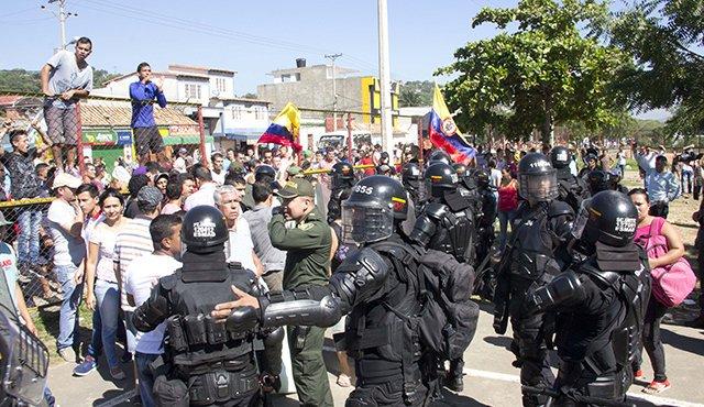 controlado por el Esmad. / Foto: Alfredo Estévez