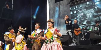 Cristian Castro y el grupo Elefante cantaron en La Paz para dos fraternidades del Gran Poder