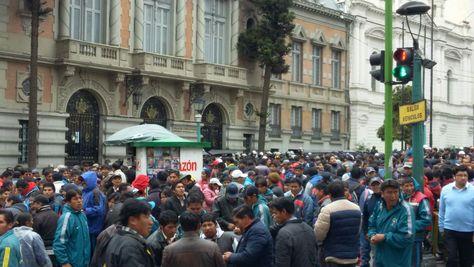 Protesta de chóferes en Palacio Consistorial. Foto: La Razón