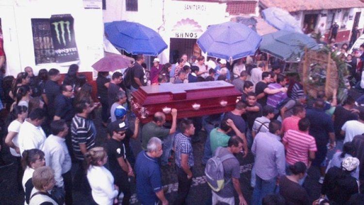 El fiscal de Acapulco informó que la suegra de la víctima fue detenida por coparticipar en el feminicidio, podría pasar al menos 40 años en prisión.