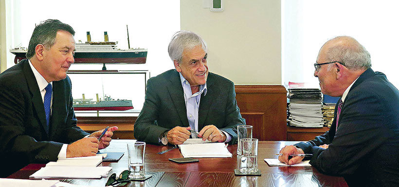 Piñera sostiene primer encuentro con Ampuero y agente ante La Haya por alegatos orales