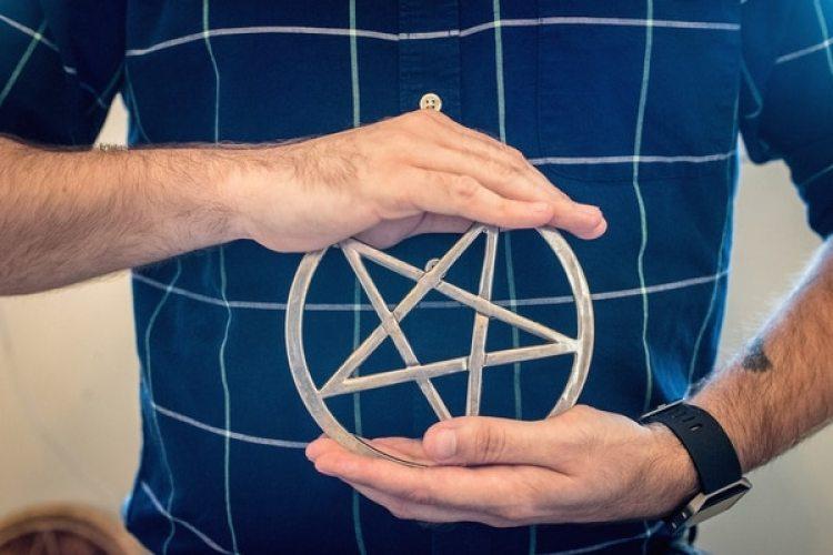 En la religión Wicca, el pentagrama simboliza los cinco elementos de la tierra, el aire, el fuego, el agua y el espíritu (The Washington Post / Andre Chung)