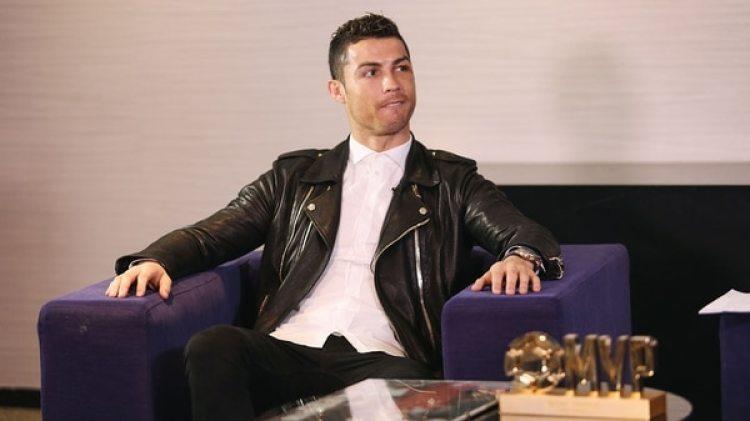 El portugués Cristiano Ronaldo recibió un premio del portal chino Dongqiudi