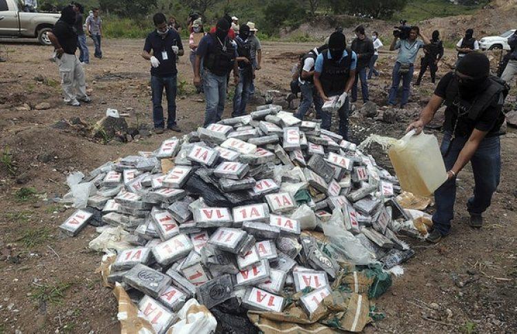 Incautación y destrucción de un cargamento de cocaína en julio de 2012 (AP)