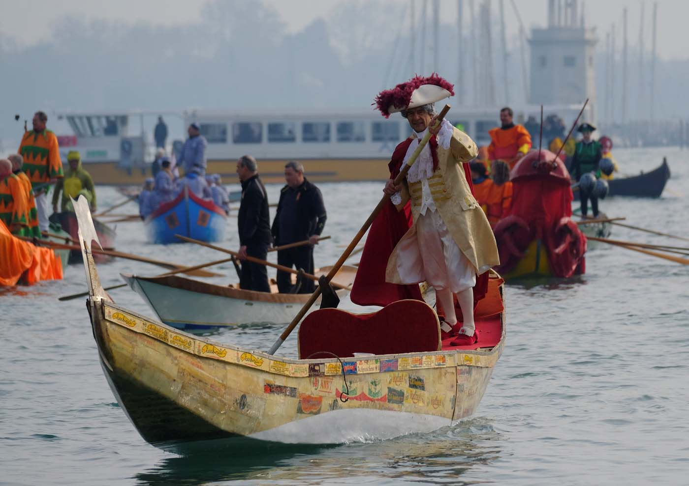 Venetians row during the masquerade parade on the Grand Canal during the Carnival in Venice, Italy January 28, 2018. REUTERS/Manuel Silvestri