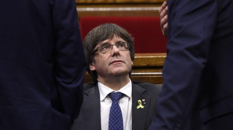 Carles Puigdemont durante una sesión del parlamento catalán. Tras el ilegal referéndum independentista y la posterior declaración de independencia el destituido presidente catalán, buscado por la justicia española, se refugió en Bélgica (AFP)