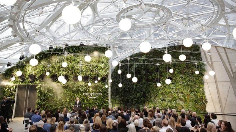"""Amazon inauguró """"La Esfera"""". AFP JASON REDMOND"""