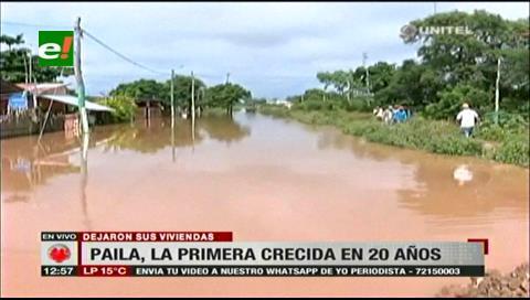 Puerto Pailas bajo el agua, sus pobladores pasaron la noche a un lado de la carretera