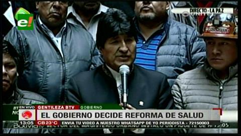 Morales cede y decide derogar los artículos 205 y 137 del Código Penal