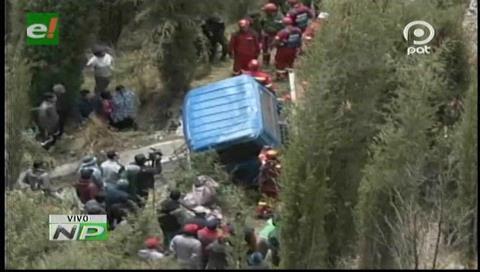 Camión ladrillero se embarranca en La Paz y su chofer muere