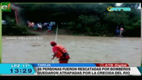 Rescatan a 38 personas que quedaron atrapadas por la crecida del río Corana en Tarija