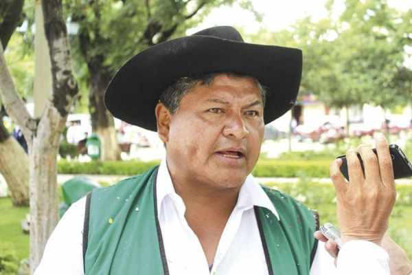 Luis Alfaro se aleja de la Gobernación