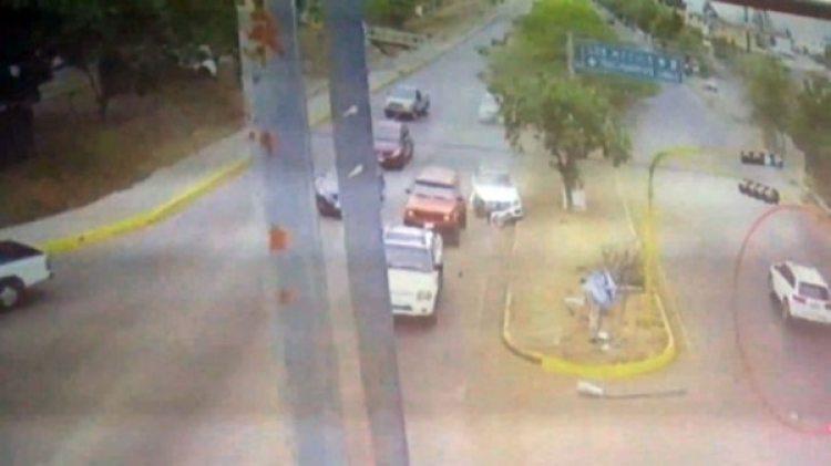 La camioneta que chocó al Mercedes huyó en sentido contrario al bulevar José Limones.