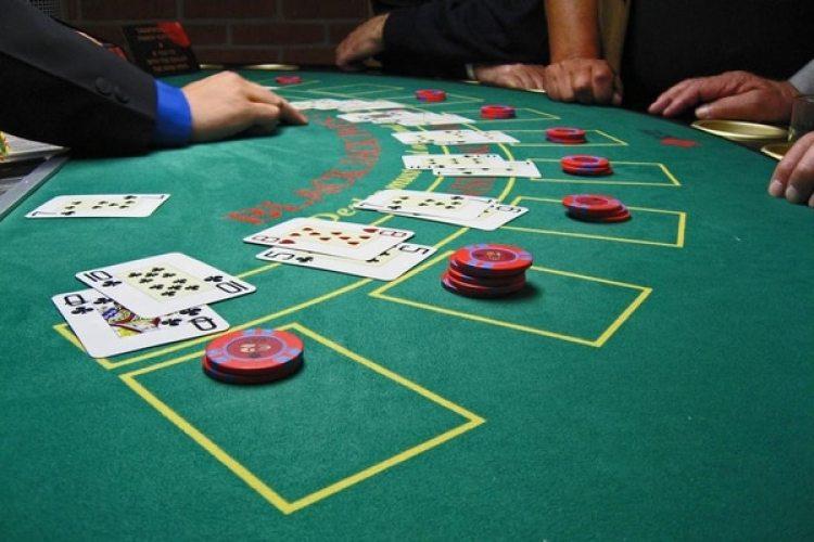 Paulsen se inició en el mundo de las apuestas con juegos como el blackjack. Imagen vía WikiMedia Commons