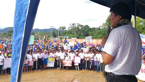 Evo Morales pide a cocaleros bolivianos prepararse para una