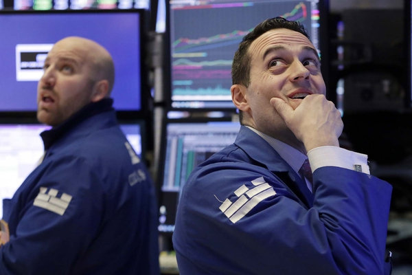 Cae Dow Jones más de 4% al cierre
