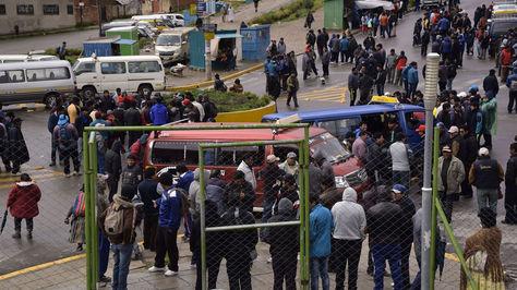 Paro de los choferes en contra de los buses PumaKatari el jueves 25 de enero. Foto: Luis Gandarillas