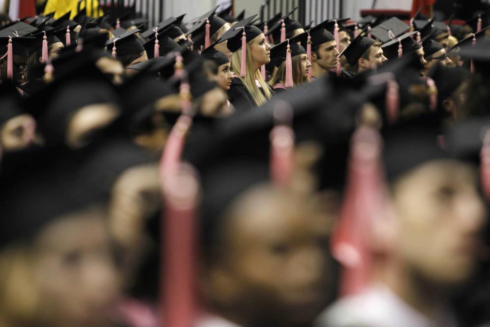 Foto: Graduados escuchan a un conferenciante en la Universidad de Berklee, en Boston. (Reuters)