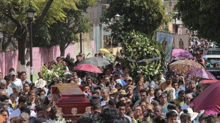 Así fue la despedida popular en el funeral de Germaín Muñiz García (EFE)