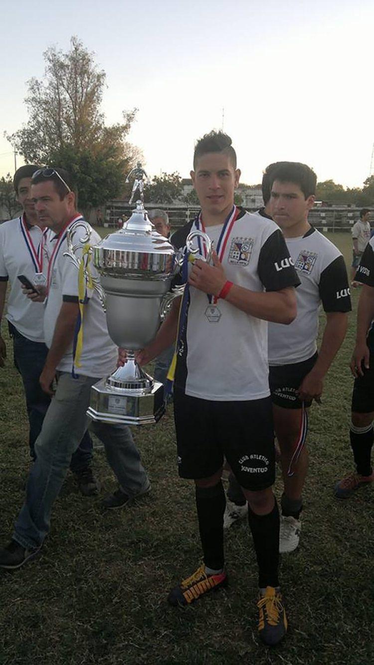 El trofeo que ganó con Juventud