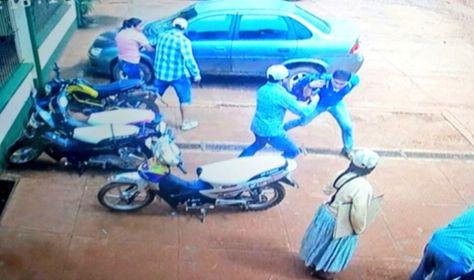 La escena del atraco en Riberalta que registró una cámara de video de seguridad.