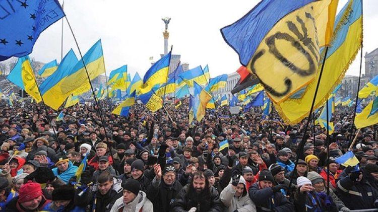 En Ucrania existen leyes similares que castigan a quienes cuestionan el legado de las milicias que lograron la independencia, muchas de las cuales están acusadas de grandes matanzas