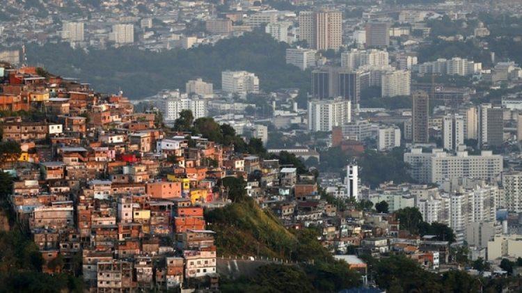Una favela en Río de Janeiro, Brasil, que es el país más desigual de América Latina (Reuters)