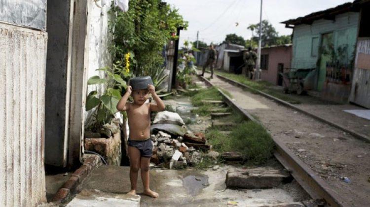 El Salvador es el más igualitario, pero uno de los más pobres (Reuters)