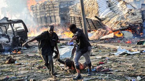 20 muertos en doble atentado al palacio presidencial de Somalia