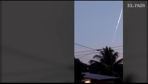 Perú investiga el origen de tres objetos que cayeron del cielo (y no son meteoritos)