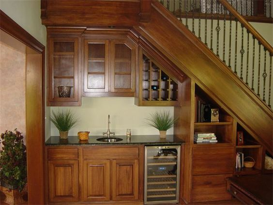 C mo aprovechar el espacio debajo de la escalera for Cocinas debajo de las escaleras