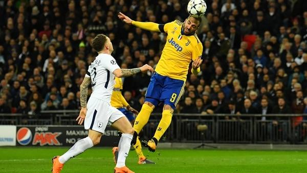 Mientras Mariano Closs lo hundía, Dybala le respondió con un golazo