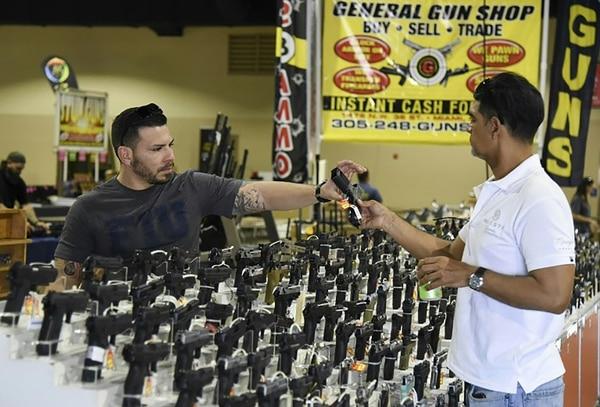 Legisladores de Florida aprueban proyecto sobre seguridad de armas en colegios