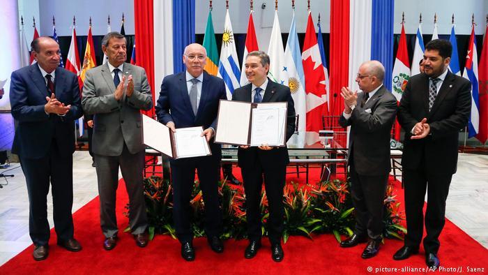 Paraguay François-Philippe Champagne mit den Ministern Argentiniens, Brazils, Paraguays und Uruguays in Asuncion (picture-alliance/AP Photo/J. Saenz)