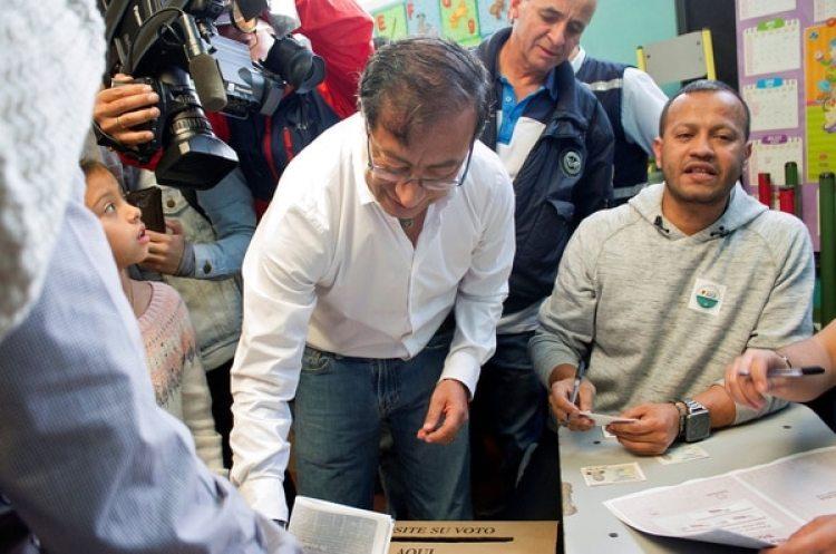Gustavo Petro fue guerrillero del movimiento extremista M-19(REUTERS)
