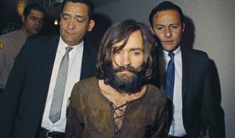 Charles Manson durante el juicio por los asesinatos de 1969 (AP, archivo)