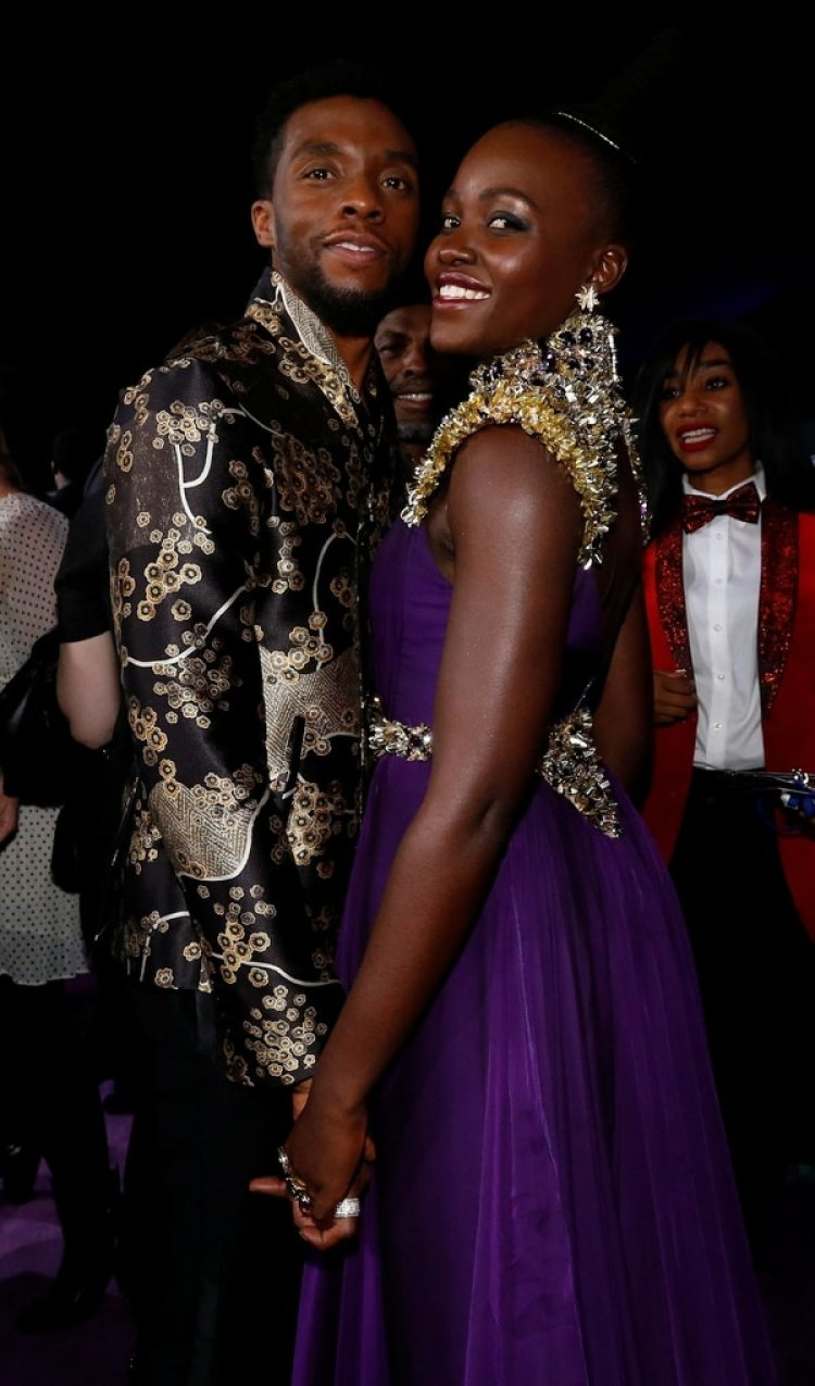 Chadwick Boseman y Lupita Nyong'o en el estreno de la película Black Panther (Reuters)