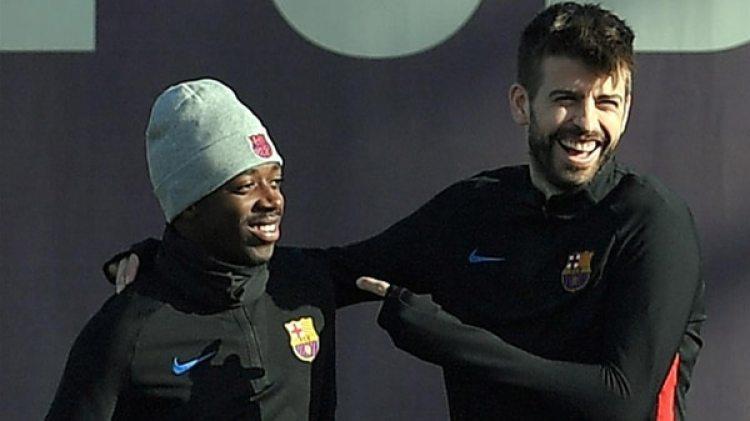 Gerard Piqué se acercó a Demebélé para ayudarlo en la adaptación (AFP)