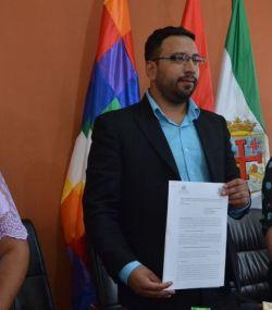 El viceministro de Transparencia Institucional, Diego Jiménez junto a María Janco.