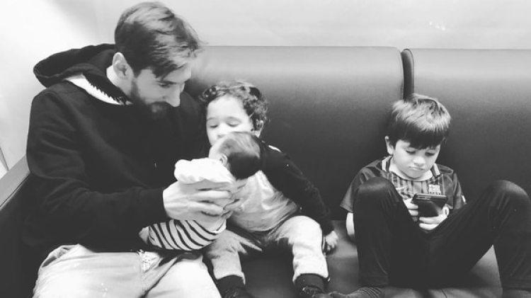 Messi celebró el Día del Padre en España junto a sus tres hijos.