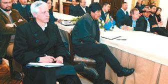 Chilenos atacan a Morales, y en el país oficialistas y opositores se unen