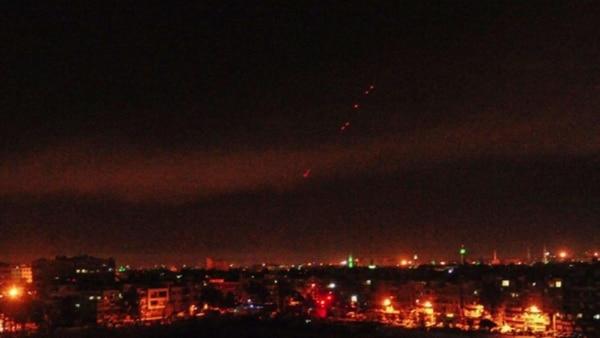 (Ataque contra Siria) EEUU ataca objetivos en Siria y se escuchan fuertes explosiones en Damasco