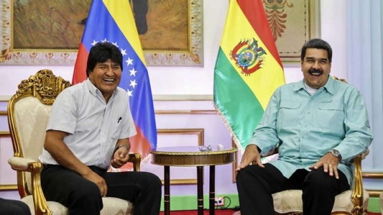 Nicolás Maduro junto a Evo Morales (AFP)
