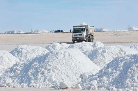Bolivia decide entre Rusia y Alemania para industrialización de litio