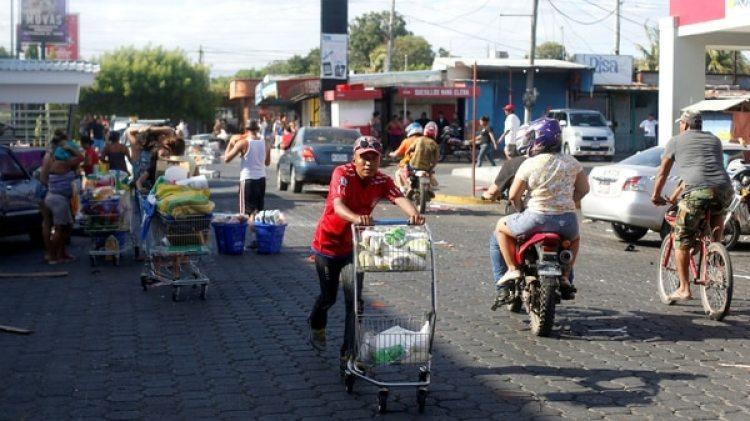 Saqueos en la capital Managua (Reuters)