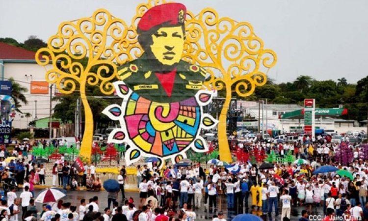 La estatua de Hugo Chávez que fue derribada en Managua