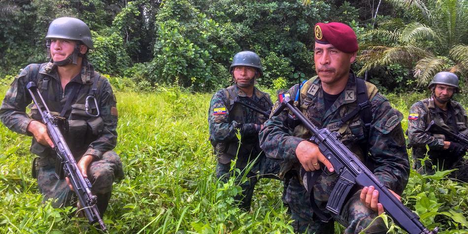Miembros del Ejército ecuatoriano en operativos en Tumaco, Nariño, tras el asesinato de los periodistas. Foto: Juan Restrepo / AFP
