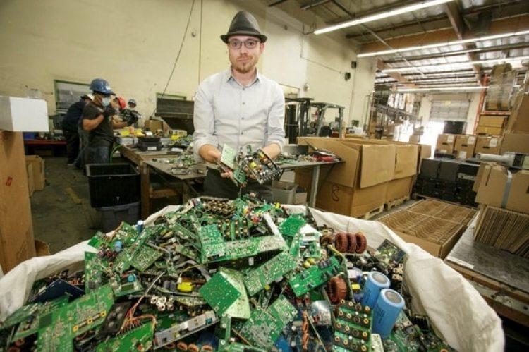 Una instalación de reciclaje de materiales electrónicos enChatsworth, California. (David Sprague/The Washington Post)